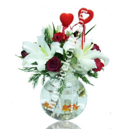Kırmızı Gül ve Lilyum Balıklı Çiçek Aranjmanı