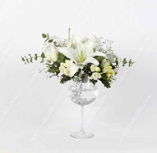 Beyaz Duygu Kadehte Çiçek C-AR104