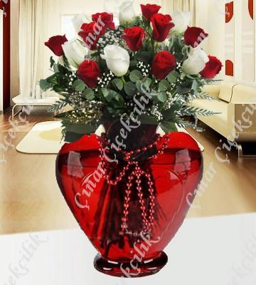 Aşk Şarıkısı 7 Beyaz 11 Kırmızı Gül C-KLP120