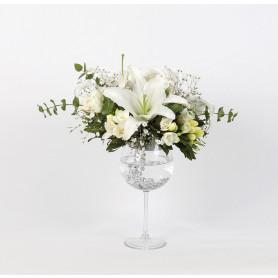 Beyaz Duygu Kadehte Çiçek
